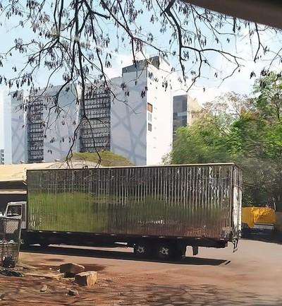 PATRONA del CONTRABANDO y sus socias CONTRABANDISTAS usan varios métodos para meter sus cargas