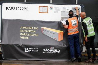 Brasil da luz verde a las vacunas, AstraZeneca y Sinovac