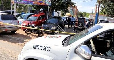 La Nación / Refuerzan presencia policial en Ñemby tras ola de asaltos a comercios