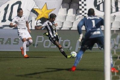 Botafogo de 'Gatito' parece condenado al descenso en Brasil