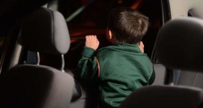 Dejó a sus hijos de 10 y 7 años , por varias horas dentro de su vehículo – Prensa 5