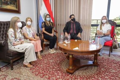 Comisión permanente recibe a hijas de Óscar Denis
