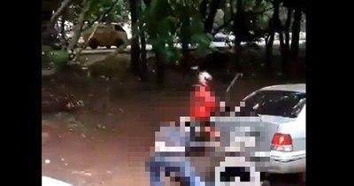 La Nación / Hombre golpeó brutalmente a un niño en plena vía pública de CDE