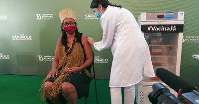 La Nación / Brasil empieza por fin a vacunar a su población