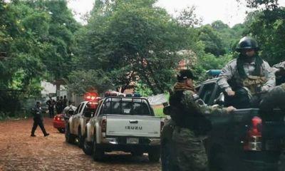 Reconstruyen muralla derribada por el invasor Mbururú