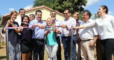La Nación / Entrega de viviendas y aportes en Areguá
