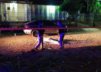 HOY / Mataron a hombre frente a casa de sus suegros, ellos cerraron puertas a la Policía