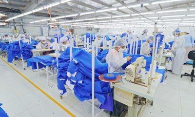 2020, el año en que la moda nacional se dedicó a fabricar batas hospitalarias