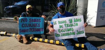 Exfuncionarios de Tigo piden pago de indemnización – Prensa 5