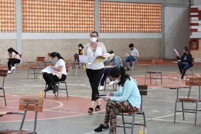 Becas ITAIPU-BECAL: de más de 2.000 postulantes, solo 923 aprobaron el examen