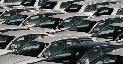 La Nación / Ventas de automóviles en Europa disminuyeron 23,7% en 2020