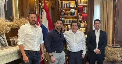"La Nación / Honor Colorado anuncia a ""Nenecho"" Rodríguez como candidato para Asunción"