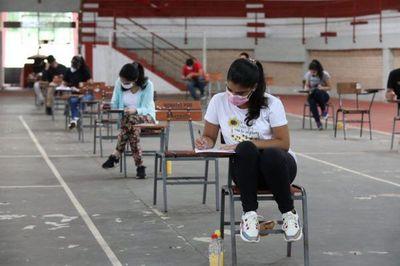 923 de 4.500 postulantes superan primera etapa para becas de Itaipú