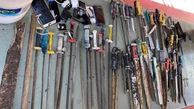 Estoques, cuchillos, lanzas y equipos electrónicos fueron hallados durante requisas – Prensa 5