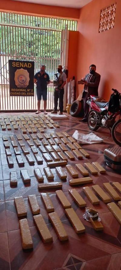 Decomisan unos 100 kilos de marihuana en Presidente Franco