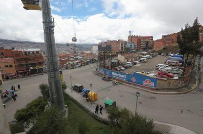 Huelga parcial de chóferes bolivianos que piden diferir el pago de sus préstamos