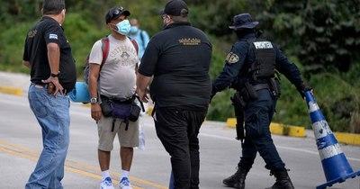 La Nación / Caravana migrante a EEUU es devuelta a Honduras tras represión en Guatemala