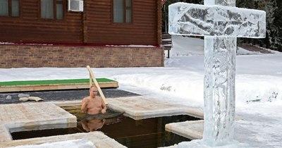 La Nación / Putin se baña en agua helada para celebrar la Epifanía ortodoxa