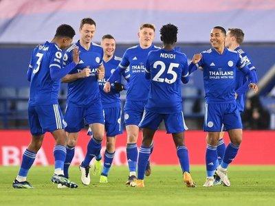 El Leicester se coloca líder y deja temblando a Lampard