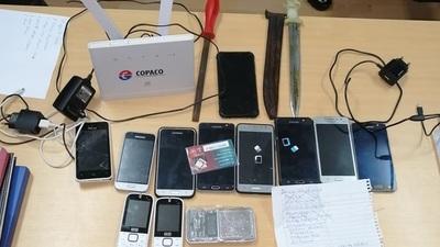 Requisas en cárceles incautan 11 celulares y un router de un solo recluso, además de estoques, cuchillos y lanzas