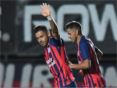 Mariano Closs defiende a los Romero