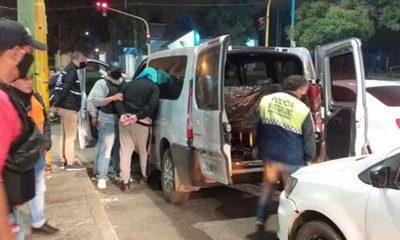 Cautro policías detenidos, acusados de secuestrar y extorsionar a dos turistas