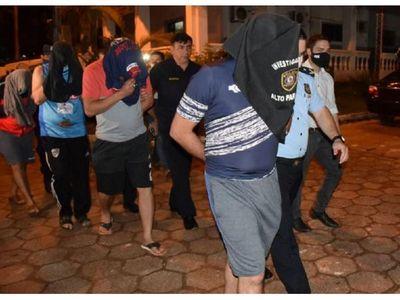 Policías detenidos por extorsión y secuestro
