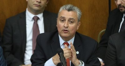 La Nación / Este gabinete está plagado de corrupción, dice Leite