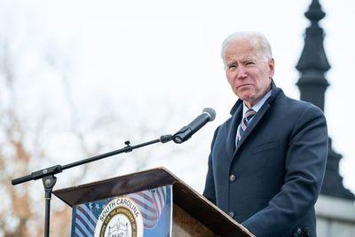 Biden asume la conducción de la Casa Blanca, con el COVID-19 sin dar marcha atrás y superando las 400.000 muertes