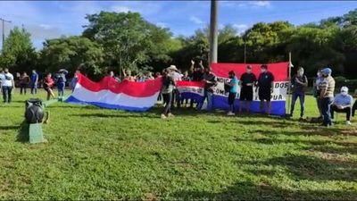 COMERCIANTES SE MANIFIESTAN AGUARDANDO APROBACIÓN DE SUBSIDIO DESDE EL SENADO