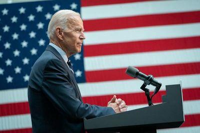 Biden asume la presidencia con nuevos decretos sobre el clima, migración y covid-19