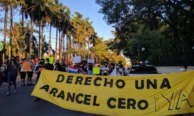 "Estudiantes denuncian que Abdo Benítez desvirtuó Ley de ""Arancel Cero"""
