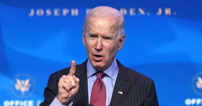 La Nación / Biden comienza su gobierno con decretos sobre el clima, migración y COVID-19