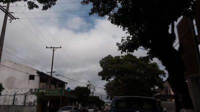 Miércoles caluroso y con posibles chaparrones, prevé Meteorología