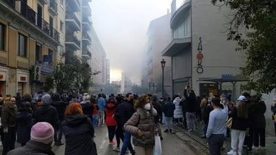 HOY / Fuerte explosión derrumba parte de un edificio en el centro de Madrid