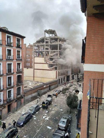 Explosión destroza un edificio céntrico de Madrid