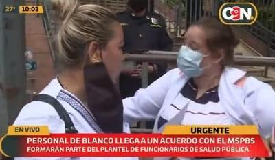 Salud firma acuerdo para contratación de enfermeros