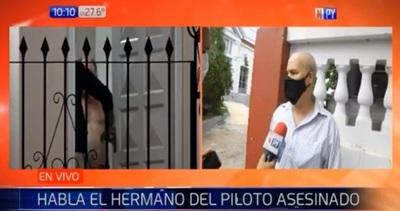 """Hermano de piloto asesinado critica """"silencio"""" de suegros"""