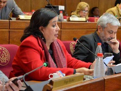 Senadora critica decreto y dice que Abdo exhibe su afecto al stronismo
