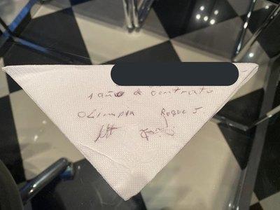 Trovato mostró la servilleta en la que Roque firmó su retorno a Olimpia
