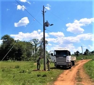 ANDE realiza electrificación e iluminación pública en comunidad indígena de Pindo'i