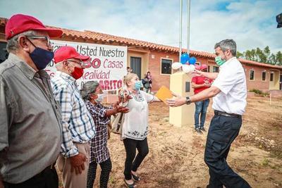 Cerca de 100 familias de Coronel Oviedo accedieron a viviendas sociales inauguradas por el Gobierno