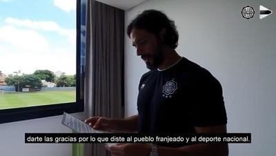 Roque recibe carta por su última temporada y emociona en redes