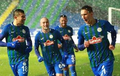 Bajo una intensa nevada, Samudio anota en la Superliga de Turquía