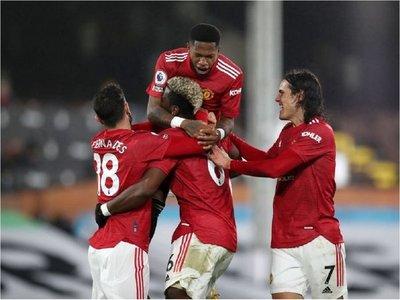 Pogba mantiene líder al United