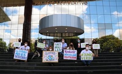 """HOY / Jóvenes lanzan la campaña """"Junio Verde"""""""