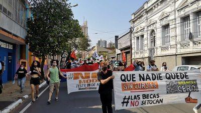 """Estudiantes exigen dejar sin efecto un """"decreto ilegal"""""""