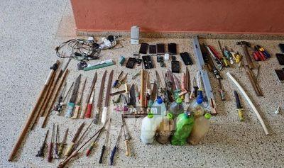 Varios estoques en requisa en el Penal de Pedro Juan