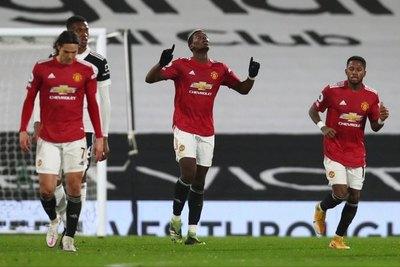 Manchester United sigue ganando y se mantiene líder de la Premier League