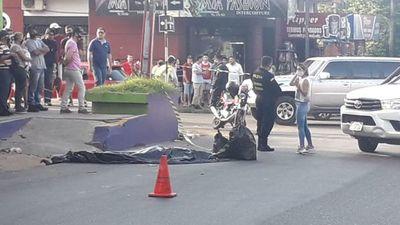 Aparente pelea entre automovilistas culmina con muerte de un joven de 20 años arrollado